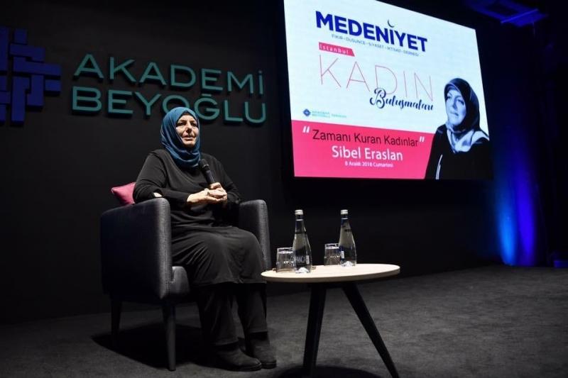 Gazeteci-Yazar Sibel Eraslan Akademi Sahne'de...