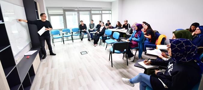 Akademi Beyoğlu'nda Sekiz Branşta Yabancı Dil Eğitimi