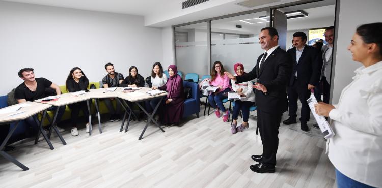 Başkan Yıldız'dan Akademi Kursiyerlerine Ziyaret